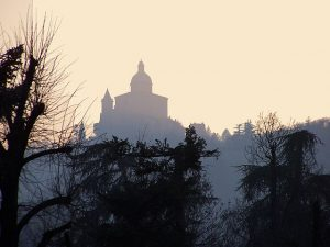 View of San Luca, Bologna. Image source: https://he.wikipedia.org/wiki/%D7%A7%D7%95%D7%91%D7%A5:View_of_San_Luca.jpg
